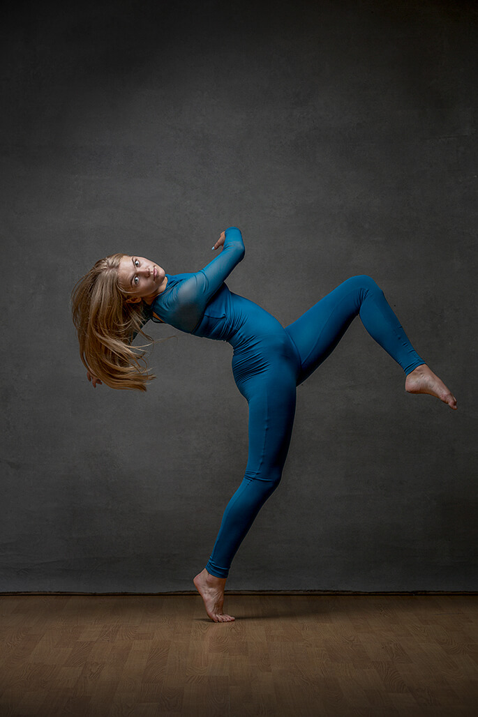 girl dancing in blue outfit
